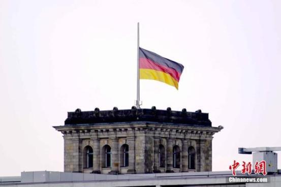 在德国死于新皇冠的近80,000人正式举行了纪念仪式