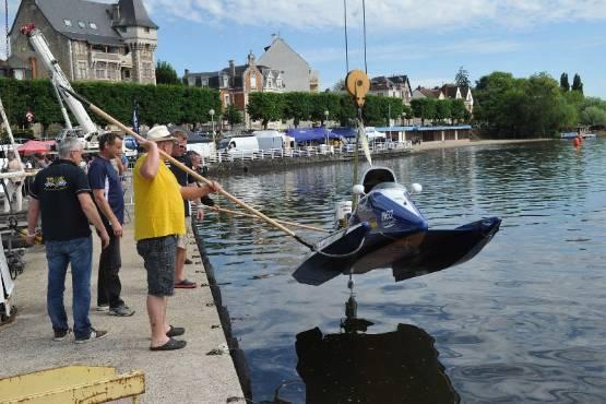 Motonautisme Les Bolides Fond Sur Le Lac DAllier