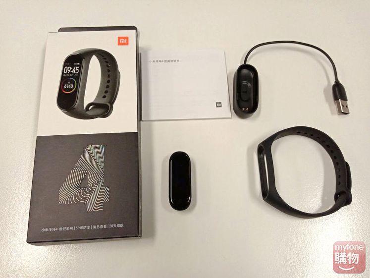 盒子內容物裡有手環主體、腕帶、專用充電器以及使用說明書