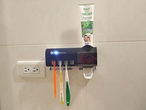 牙刷、牙膏實際放入收納架