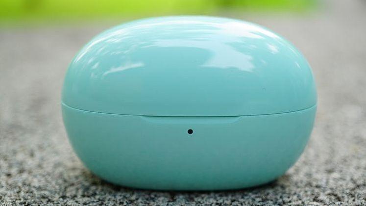 充電耳機盒採磁吸開關設計