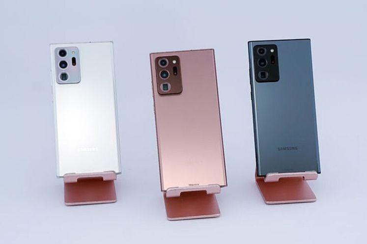 Galaxy Note20 Ultra 5G 星幻白、星霧金與星幻黑