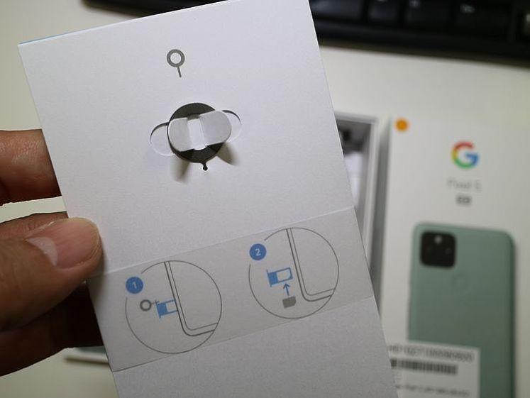 PIN針放置在說明手冊背面