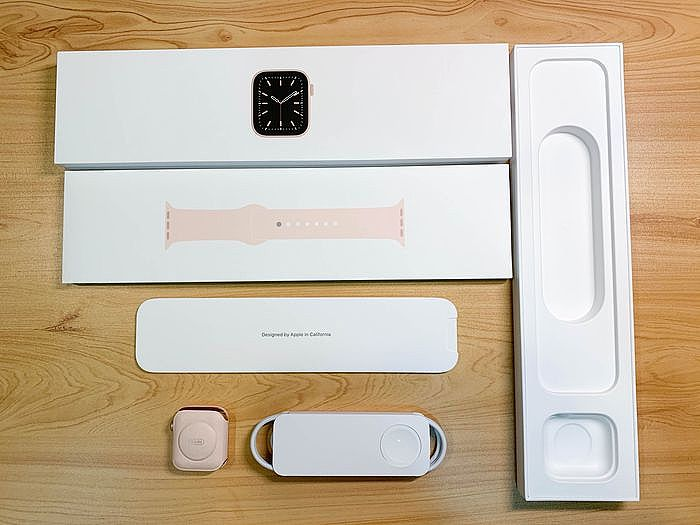 Apple Watch Series 6 盒內內容物