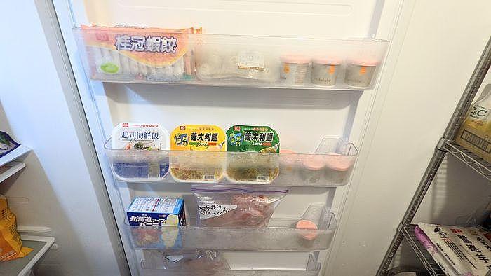 側門的小空間可以擺放冷凍小物