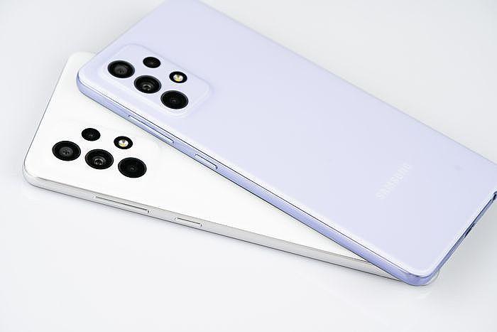 右側電源鍵一樣能自訂功能,兩顆按鍵的回饋感很強
