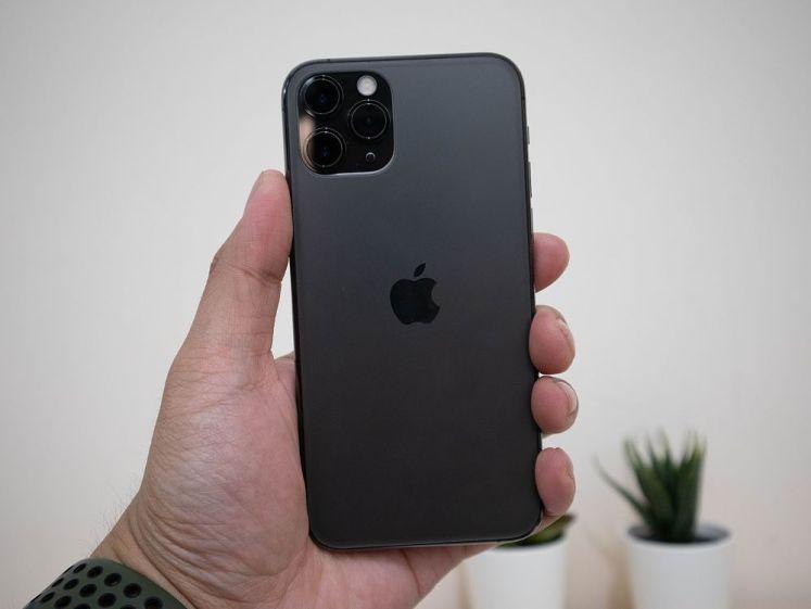 iPhone 11 Pro Max 單手握持
