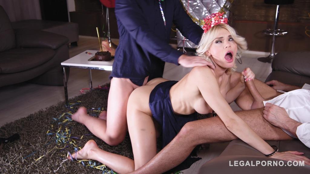 Group sex fucking on New Year's Eve makes Kitana Lure & Ani Blackfox cum GP401