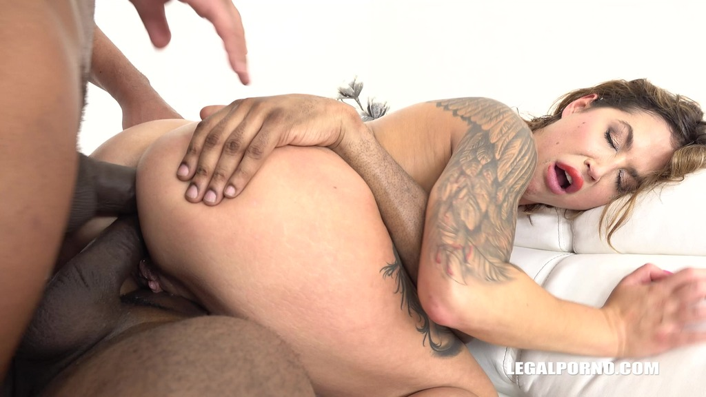 Busty slut Heidi Van Horny is coming to try black cocks IV241