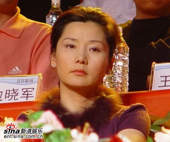 圖文:紅樓夢總決賽第8場--何賽飛做嘉賓評委_影音娛樂_新浪網