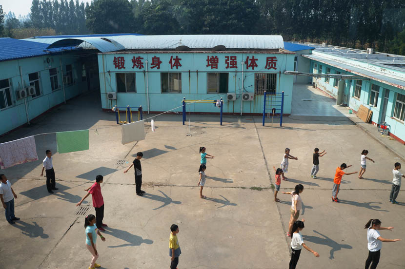 Students do morning exercises at Linfen Red Ribbon School, Shanxi province, Aug. 31, 2016. Fan Yiying/Sixth Tone