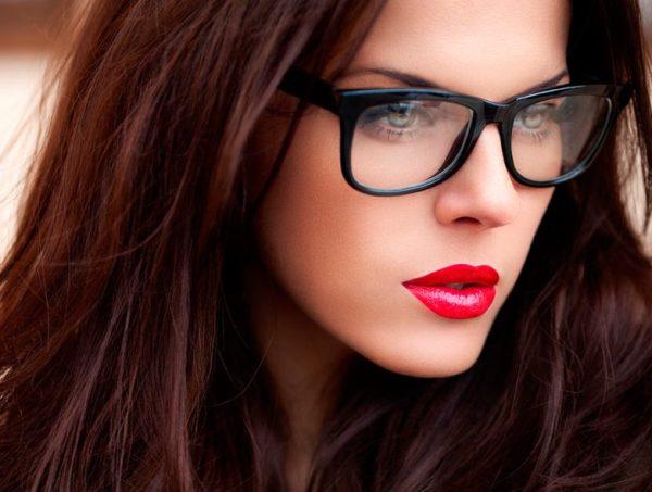 Девушки в очках – фото лучших образов / Все для женщины