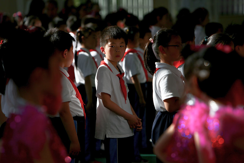 Students prepare for a performance at a primary school in Shanghai, May 18, 2017. Jiang Xiaowei/VCG