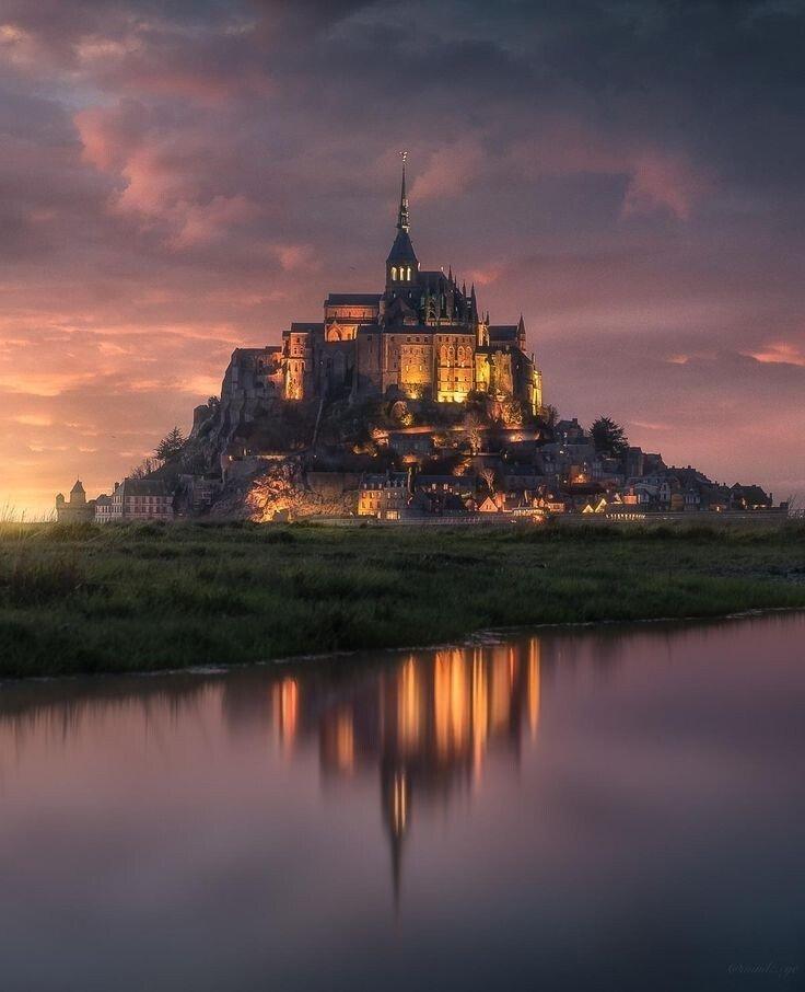 04d9055f9dbe97febb494c17c9b087ed.jpg 영화 라푼젤에 등장하는 코로나 왕국의 수도의 모티브가 된 장소