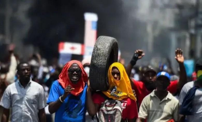 Mouvements de rue : embarrasser la voie publique est puni d'une amende allant de 2 à 250 millions de gourdes, prévient le gouvernement -