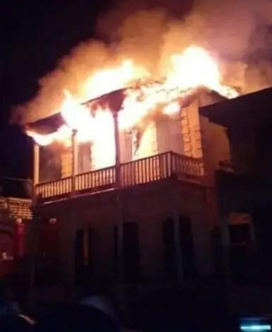 Jacmel : une maison incendiée à l'Avenue Baranquilla. - Incendie