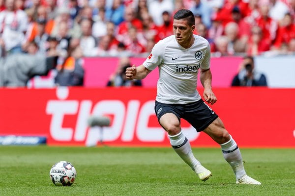 Football-Officiel : Luka Jovic prêté à son ancien club Eintracht. - Diego maradona, Lionel Messi