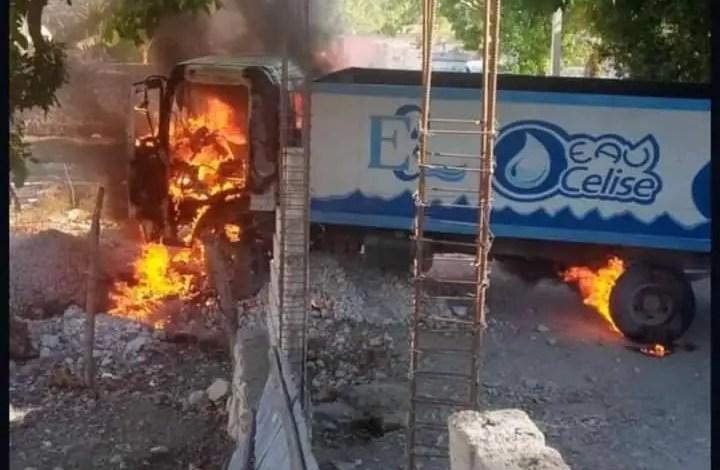 Mobilisation contre Jovenel Moise: Plusieurs véhicules incendiés à l'Arcahaie. - Manifestation