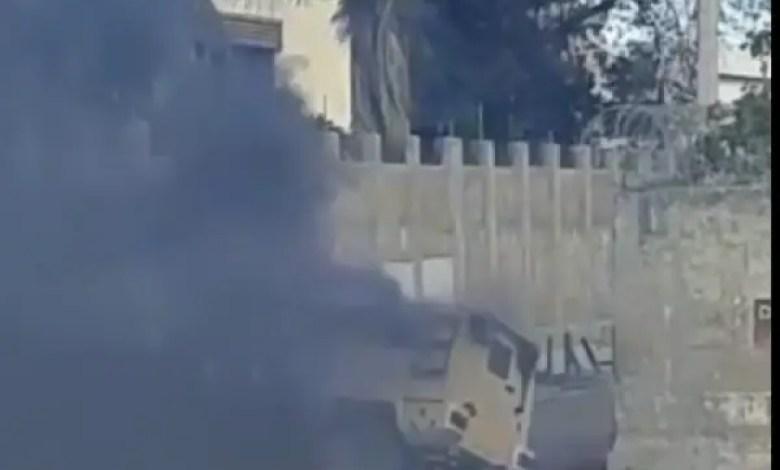 Un blindé de la PNH incendié au Bicentenaire - Bicentenaire