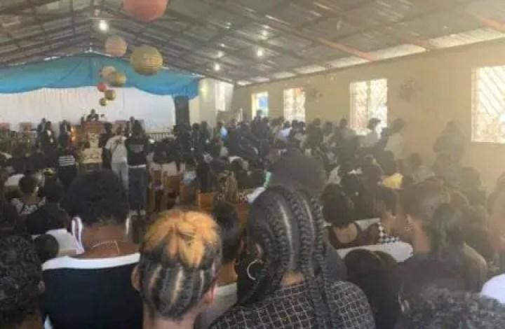 Les funérailles du jeune photojournaliste tué par des policiers, ont été chantées ce samedi 20 février -