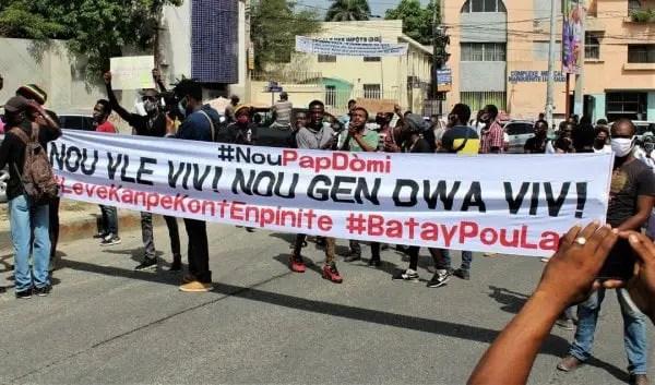 NOU PAP DÒMI invite la population haïtienne à s'opposer au nouveau gouvernement d'Ariel Henry - Ariel Henry, Nou pap Domi