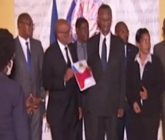 Le Projet de la nouvelle Constitution remis officiellement au Premier ministre - CCI, Comité consultatif indépendant