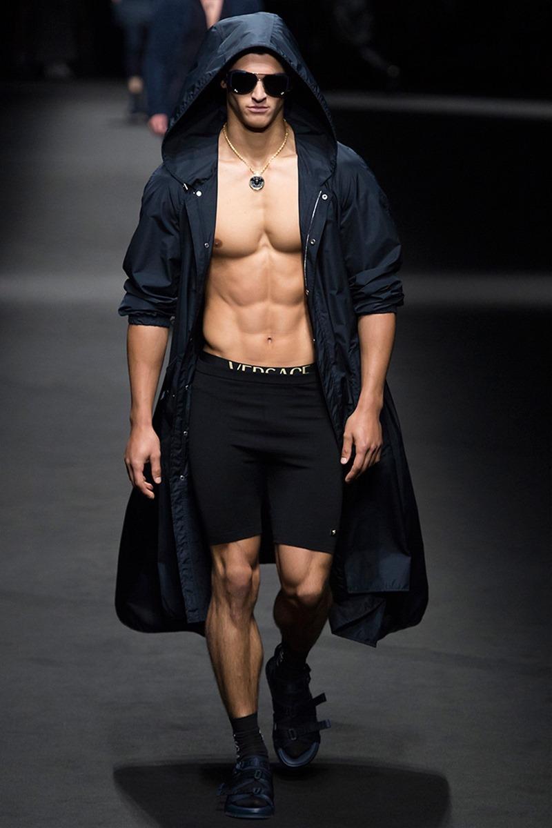 MILAN FASHION WEEK Versace Spring 2017. www.imageamplified.com, Image Amplified (28)