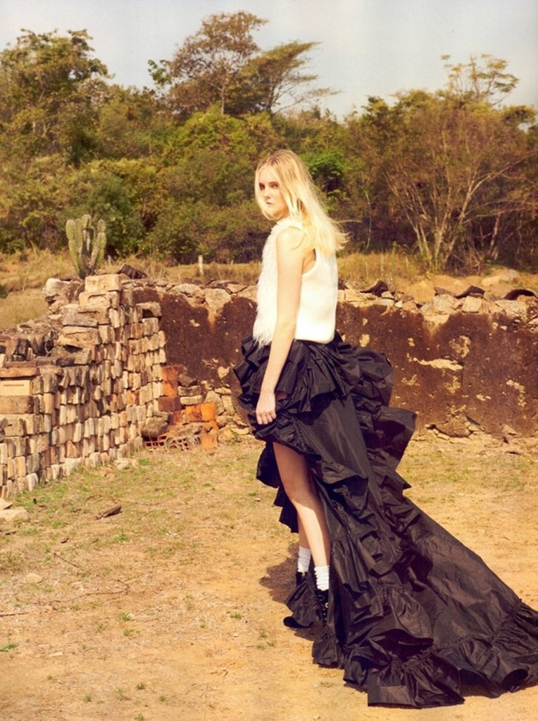VOGUE BRAZIL Caroline Trentini by Zee Nunes. Pedro Sales, September 2016, www.imageamplified.com, Image Amplified (9)