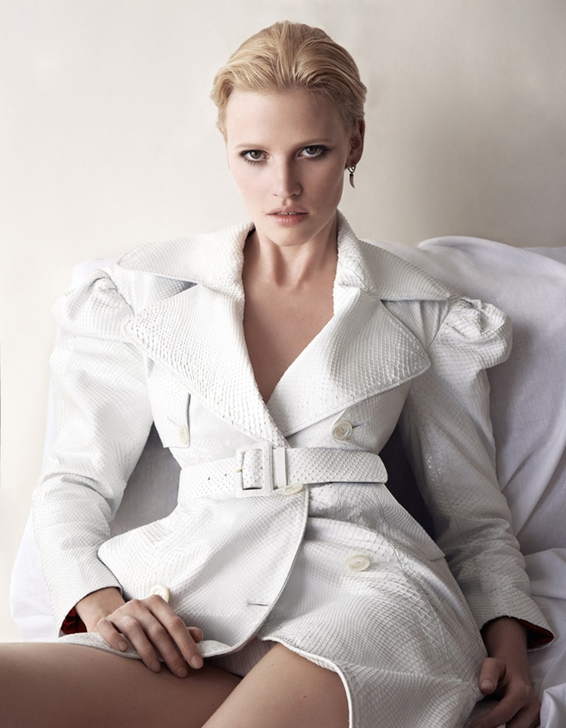 VOGUE GERMANY Lara Stone by Camilla Akrans. Nicola Knels, November 2016, www.imageamplified.com, Image Amplified2