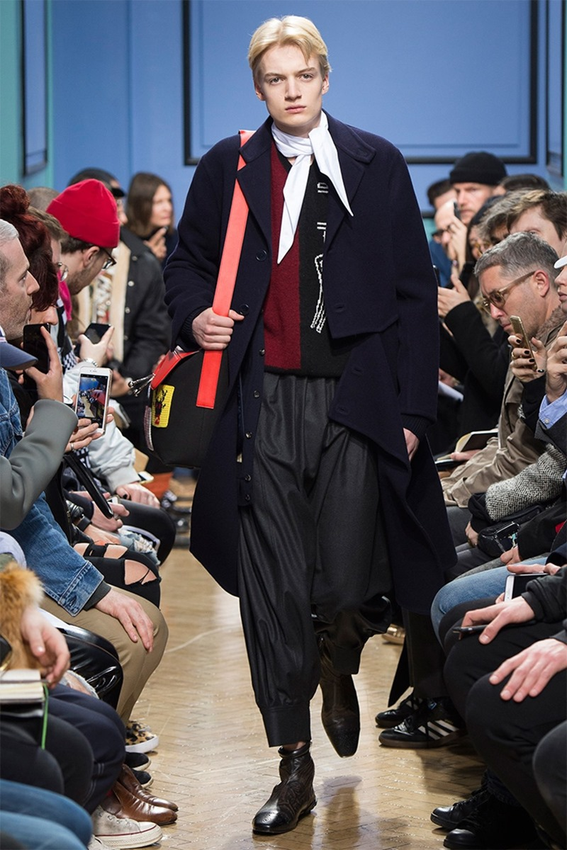 LONDON COLLECTION MEN J.W. Anderson Fall 2017. www.imageamplified.com, Image Amplified28