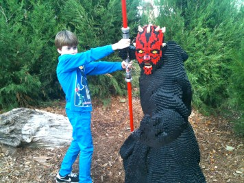 Hondo battles Darth Maul