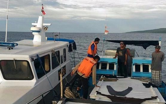 DirpolairPolda NTB Amankan Dua Kapal Ikan