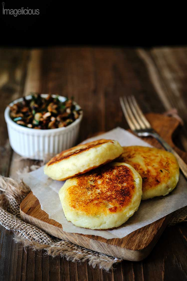 Vegan Potato Cakes stuffed with Mushrooms - Delicious way to use leftover mashed potatoes. Perfect for summer, fall or winder lunch, use different herbs to change the flavour | Imagelicious