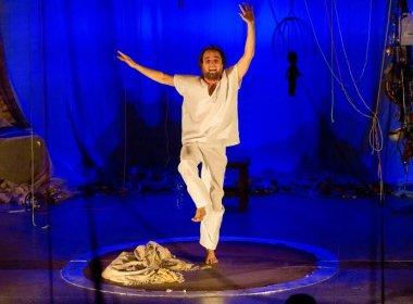 João Miguel faz reestreia nacional do espetáculo 'Bispo' no Teatro Vila Velha