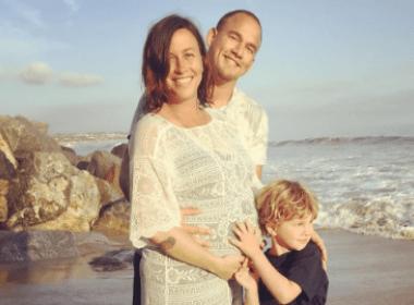 Alanis Morissette publica foto de sua filha recém-nascida, Onyx