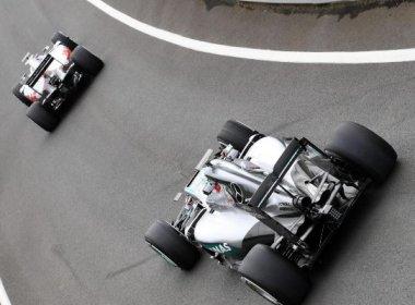Em dia atrapalhado pela chuva, Alonso lidera testes da Fórmula 1 em Silverstone