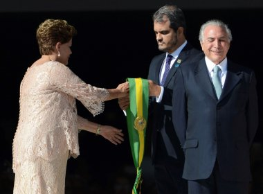 Senado aprova abertura de processo de impeachment de Dilma Rousseff