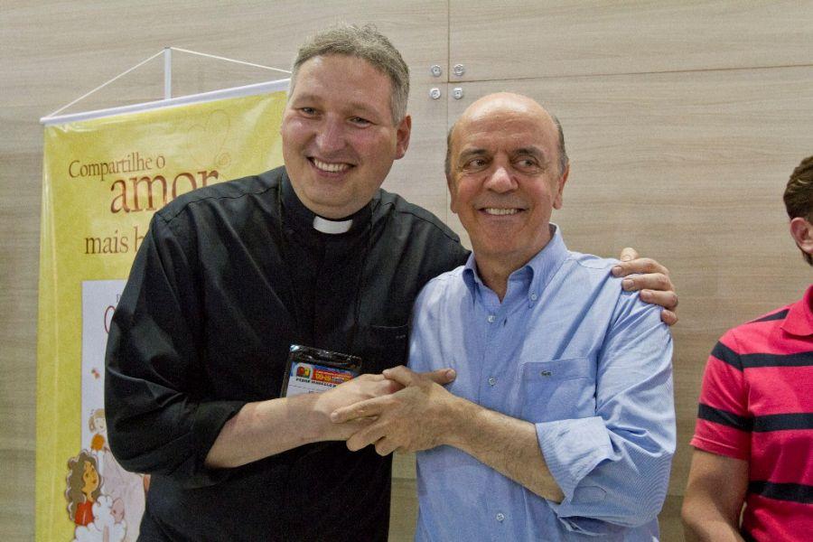 Padre Marcelo e Serra na Bienal do Livro.