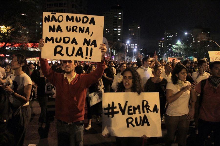 Pessoas foram às ruas em diversas cidades do Brasil para protestar nesta segunda-feira  / Dirceu Neto/Portal da Band