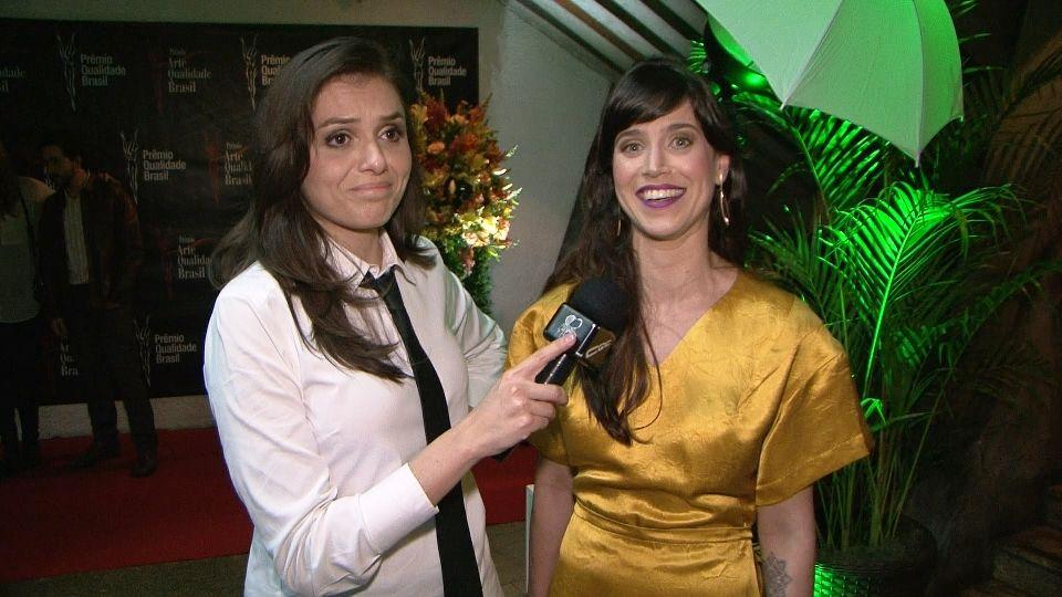 Monica Iozzi entrevista a bela atriz Mel Lisboa /