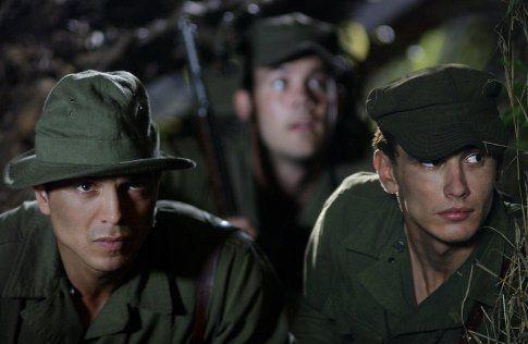 Benjamin Bratt e James Franco na trincheira /