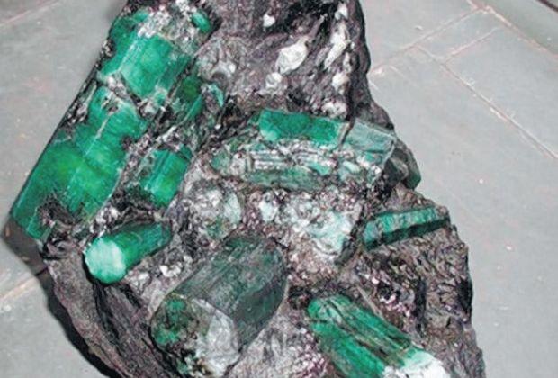 Esmeralda de 180 mil quilates é considerada a maior do planeta e está avaliada em 400 milhões de dólares / Reprodução
