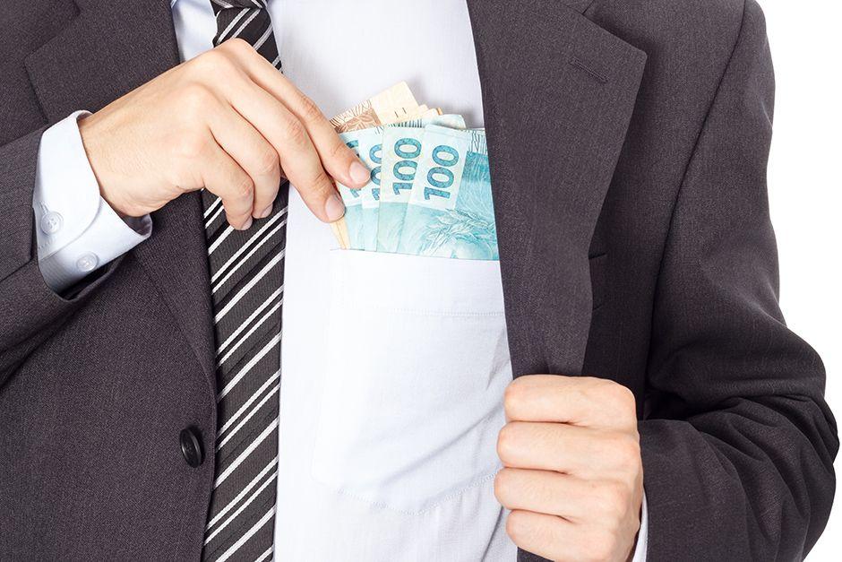 Doação de empresas a partidos favorece corrupção, alerta cientista político / Shutterstock