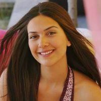 A atriz que interpreta Sherazade não usa maquiagem no dia-a-dia