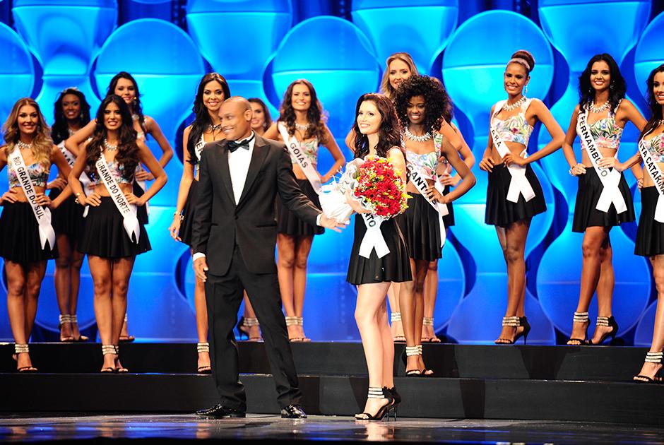 Miss Espírito Santo, Amanda Racler, ganhou o título de melhor traje típico