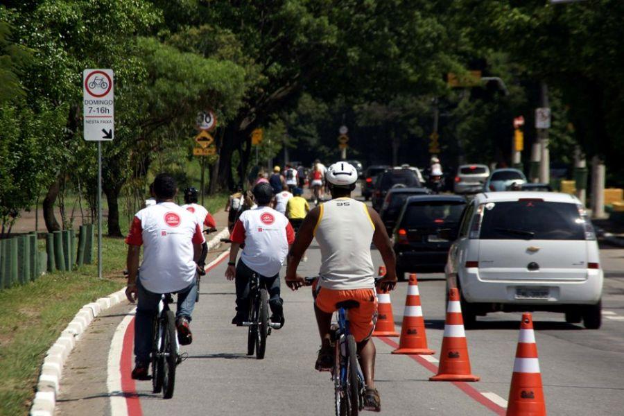 Ciclistas brigam por espaço nas ruas da região / Paduardo/Futura Press/ Arquivo