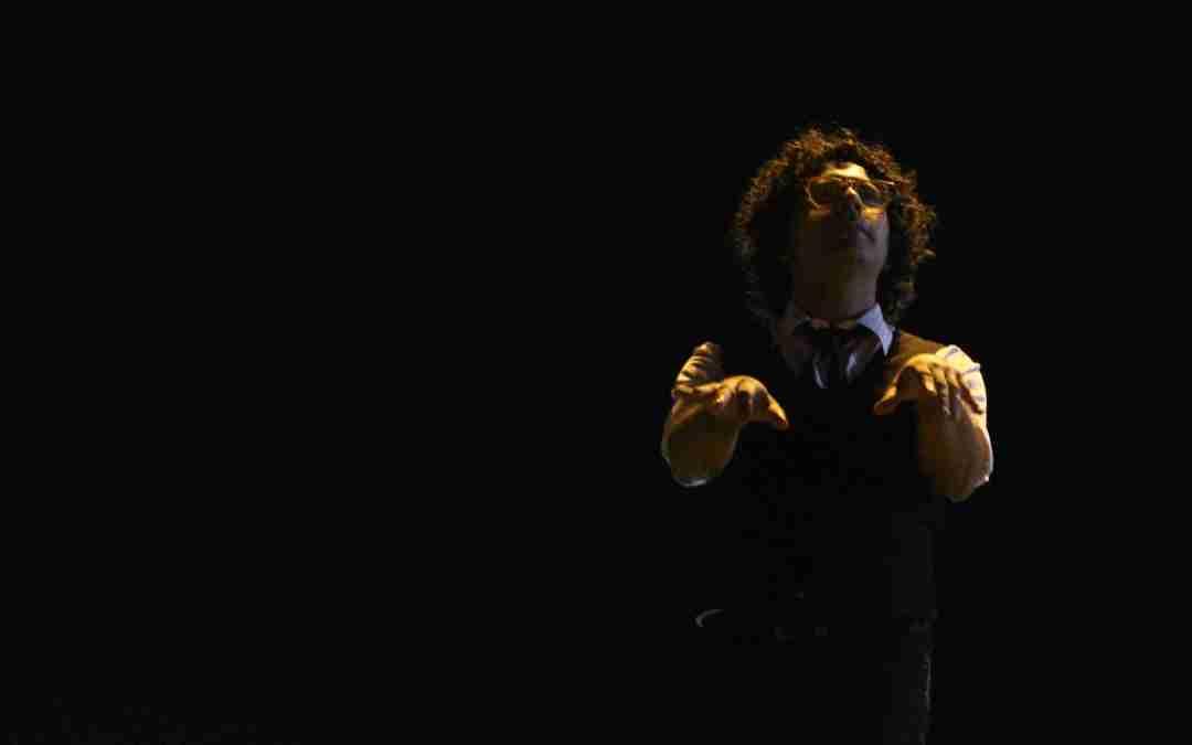 Zarik Medina en Teatrex. Standup y música en una sola voz.