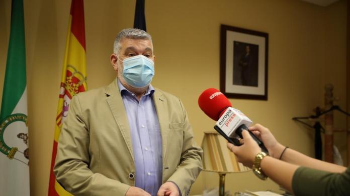 """Coronavirus.-El alcalde de Écija destaca la """"normalidad"""" durante el primer  día de restricciones por la pandemia"""