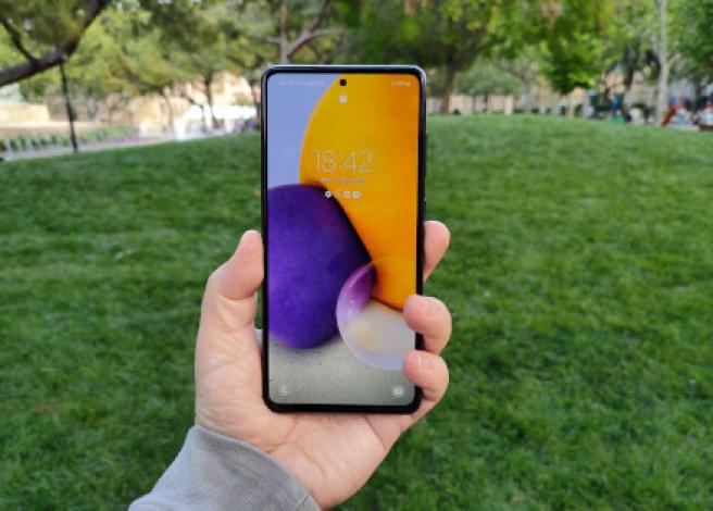 La pantalla de 6,7 pulgadas del Samsung Galaxy A72