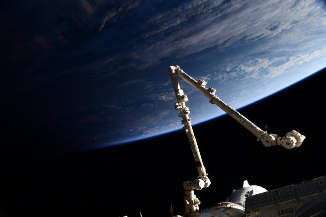 El brazo robótico Canadarm2 fue lanzado el 11 de marzo de 2008 con la expedición STS-123.